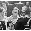 Mewa Łunkiewiczowa w pracowni École Nationale des Arts Décoratifs, Paryż, 1923 - 24 (detal zdjęcia zbiorowego)