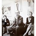 Spotkanie dyskusyjne w pracowni Zbigniewa Dłubaka z okazji wystawy Grupy 55, Warszawa, listopad 1955 r. Siedzą od lewej: Eulalia Boguszowa, Artur Sandauer, Maria Ewa Łunkiewicz-Rogoyska